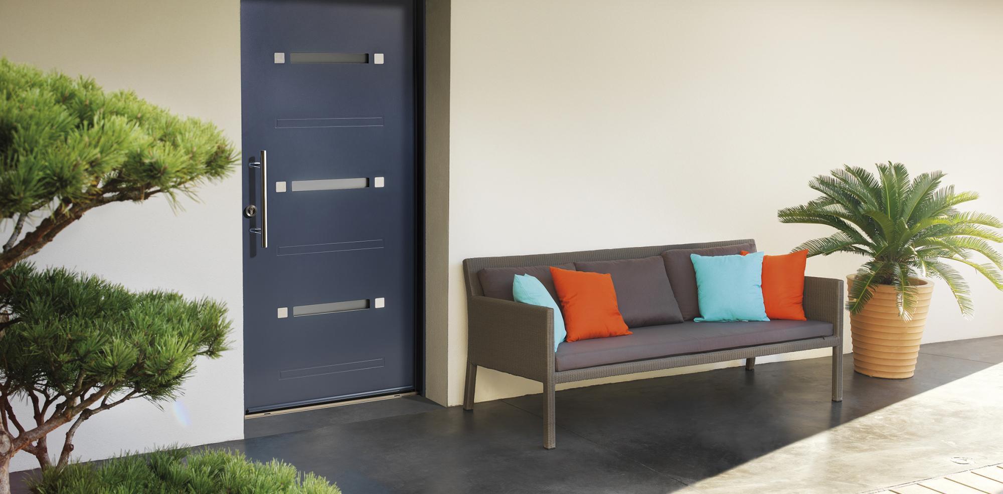Une porte d 39 entr e contemporaine ancienne ou classique qui s 39 adapte au style de votre maison meo - Porte d entree qui ferme mal ...